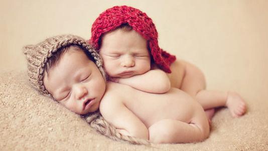 как зачать двойняшек