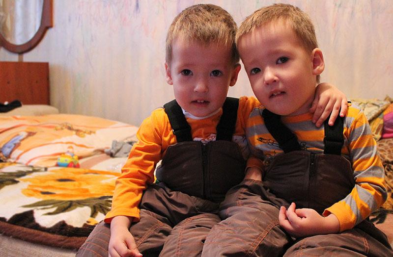 дети двойняшки воспитание