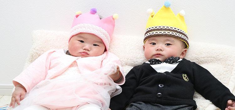 мальчик и девочка - королевская двойня